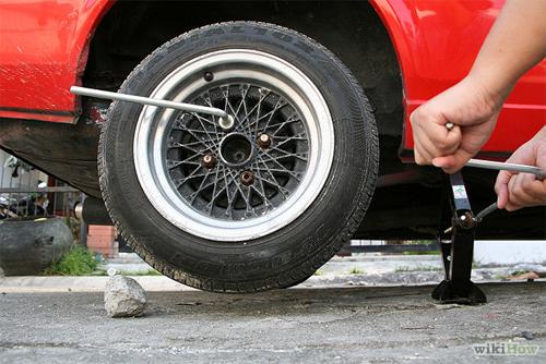 Hướng dẫn thay lốp xe ô tô đúng quy trình an toàn