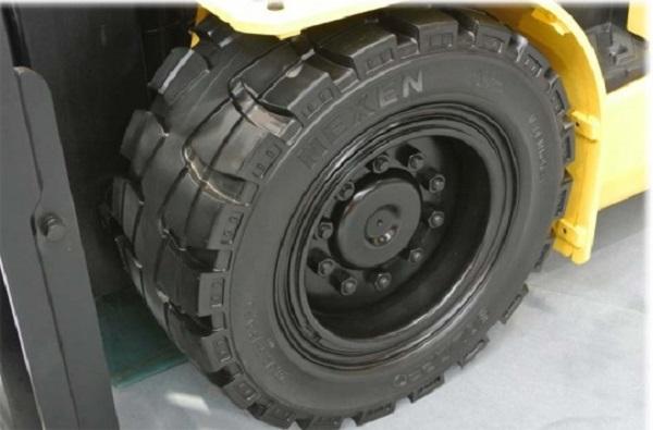 Lốp xe nâng có cấu tạo như thế nào?