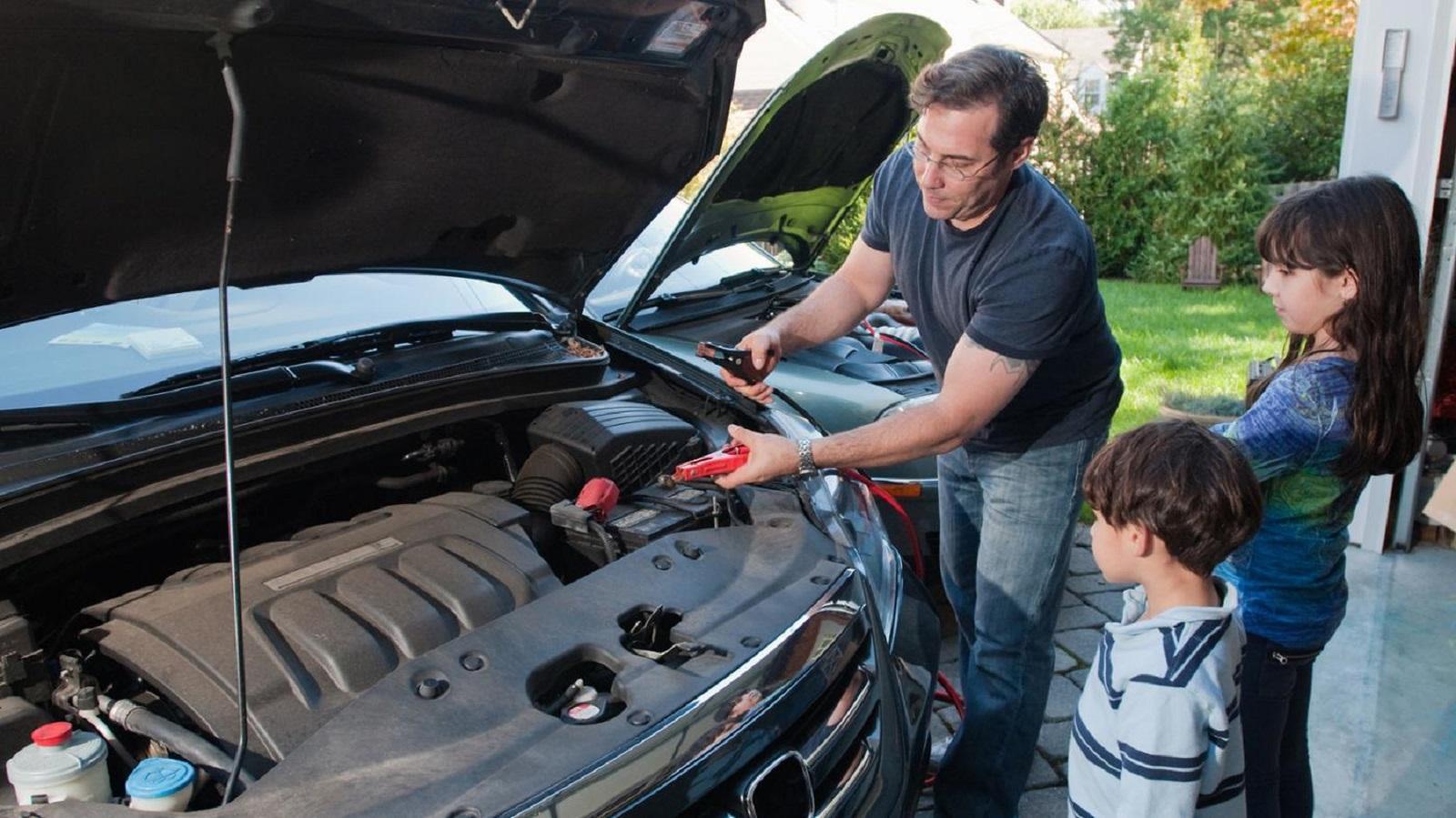 Bảo dưỡng xe thường xuyên là một cách giúp cho bạn biết được tình trạng ắc quy của bạn