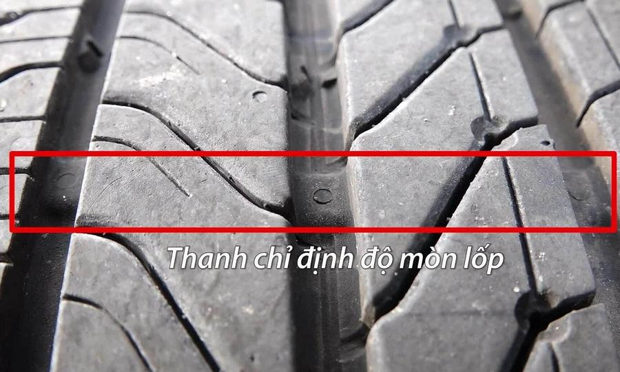 Nếu lốp xe cuất hiện những thanh chỉ mòn lốp, tức là đã đến thời điểm bạn nên thay lốp mới