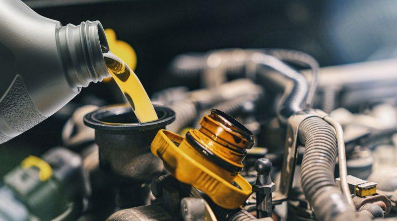 Định mức thay dầu nhớt xe ô tô bạn đã biết chưa?